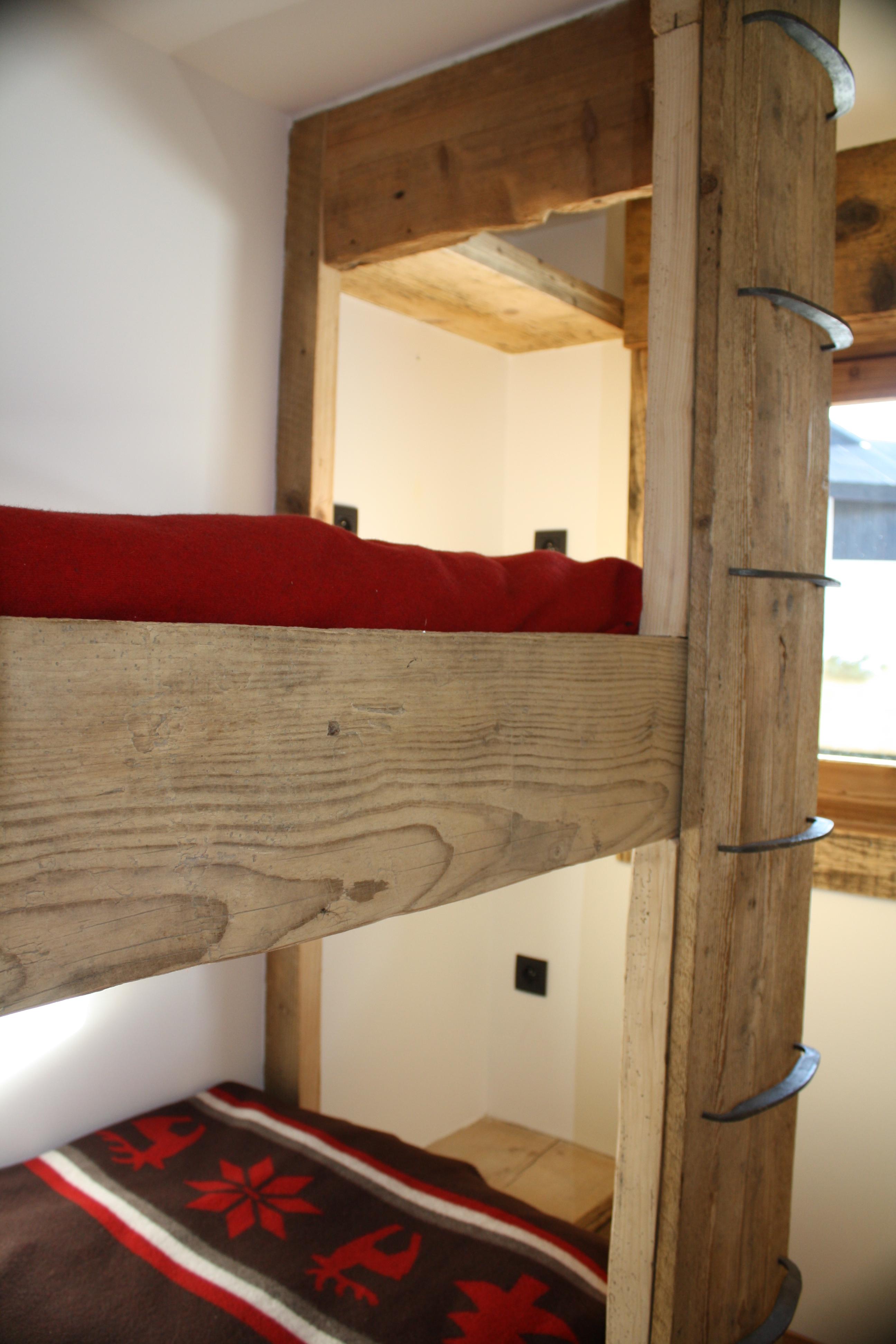 Meubles vieux bois sur mesure for Construire meuble en bois